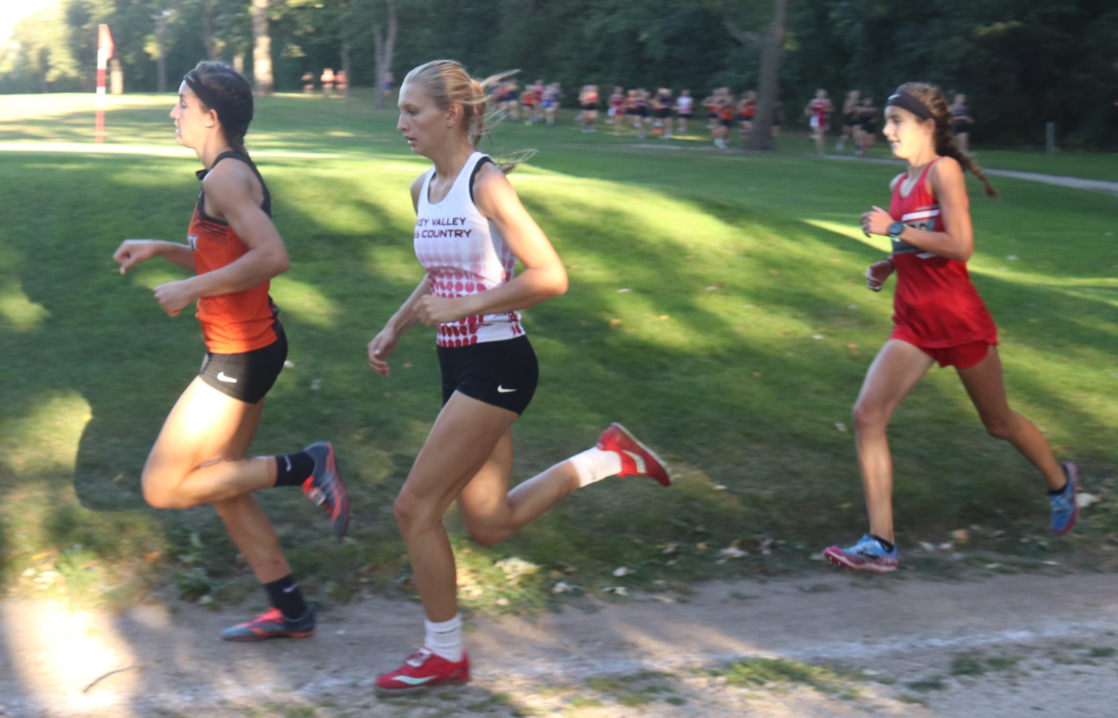 Comet Kiki Connell dominates girls 'fast' race at Trent Smith Invitational