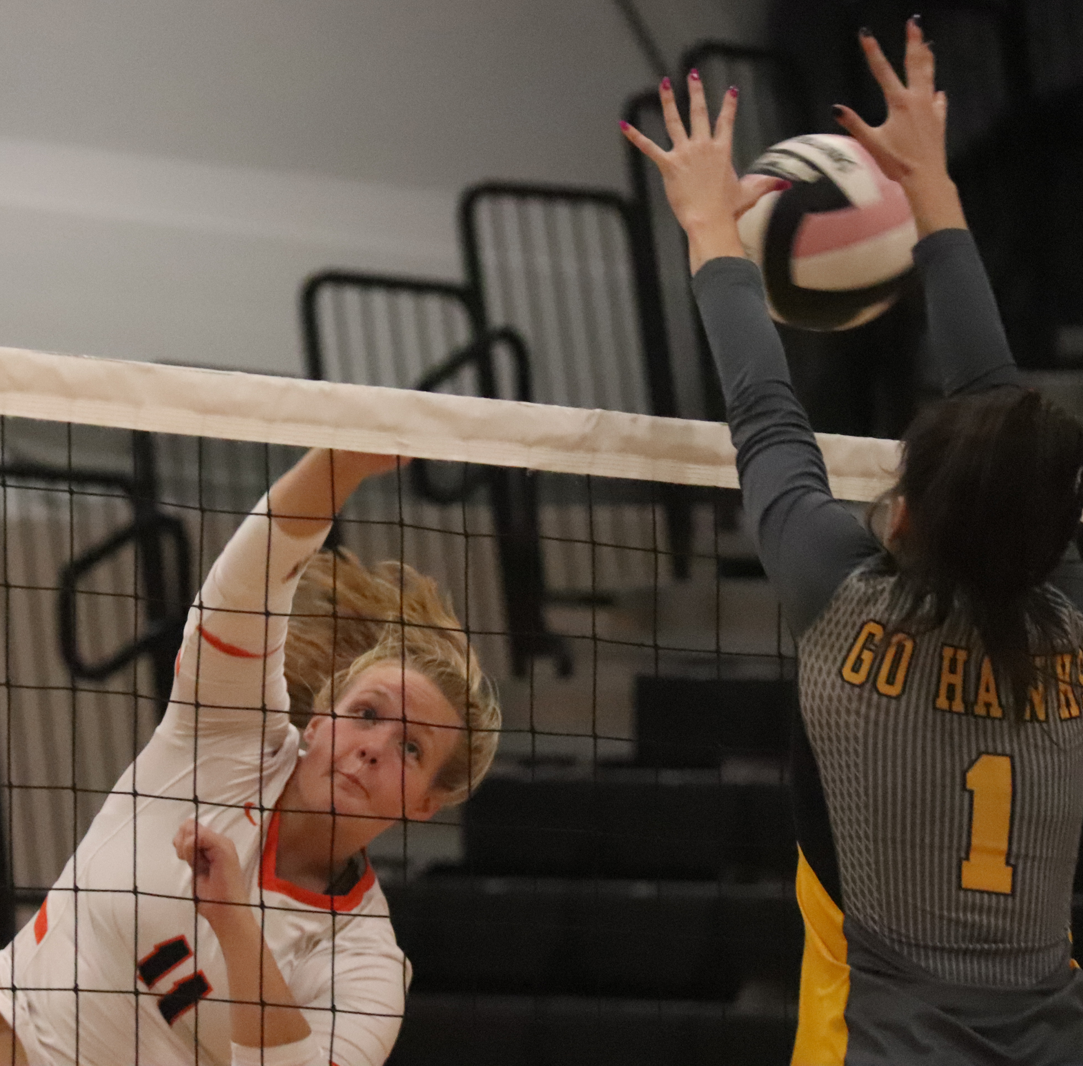 Comets fall to No. 6 Go-Hawks in straight sets
