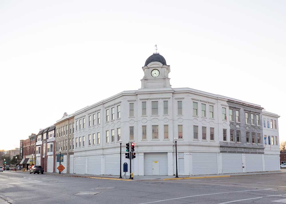 Summary judgment granted in architect's suit against bank, directors in Union House project