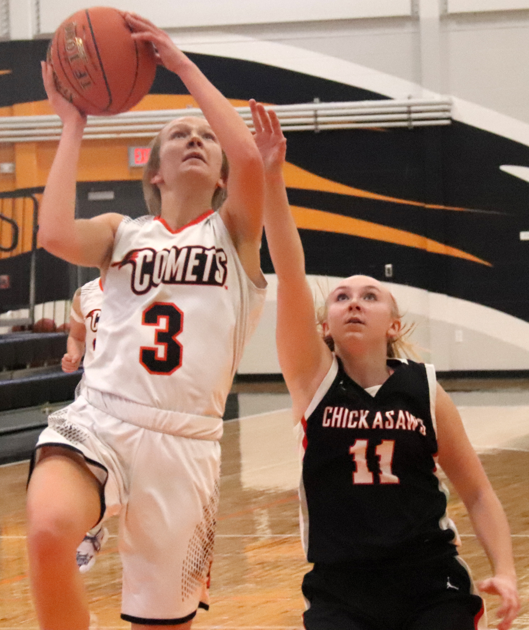 Comet boys get back on winning track, Comet girls fall  to Chickasaws